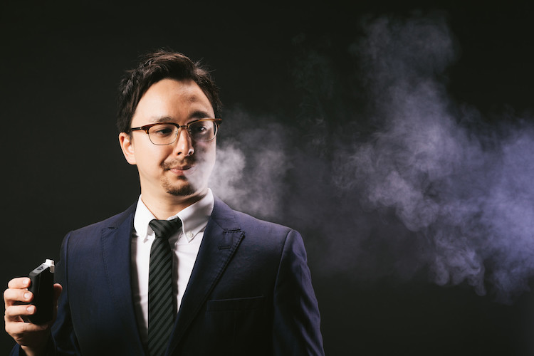 電子タバコの煙